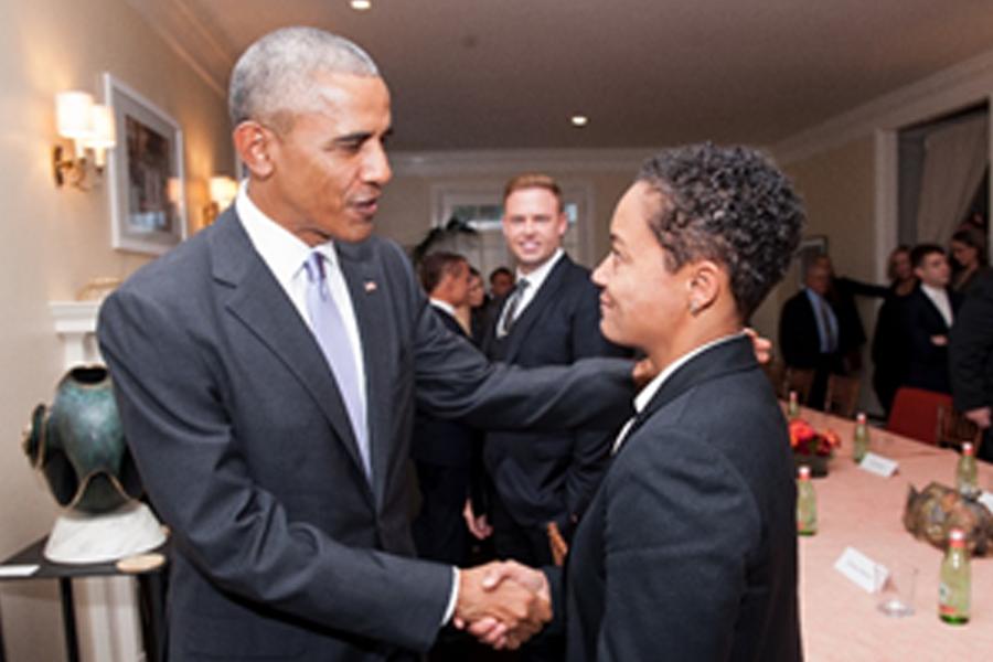 Cùng cựu tổng thống Barack Obama